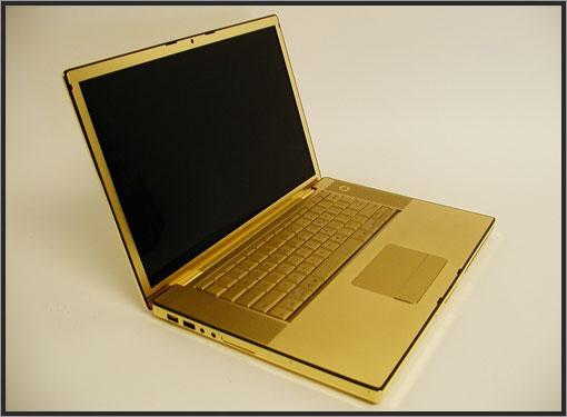Un Macbook plaqué or côté pile